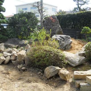 津市 庭 石.JPG